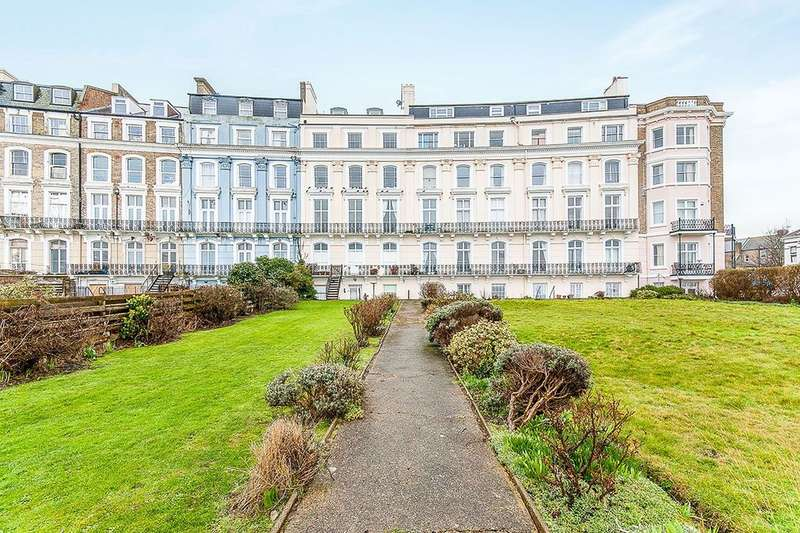 3 Bedrooms Flat for sale in Royal Crescent, Margate, CT9
