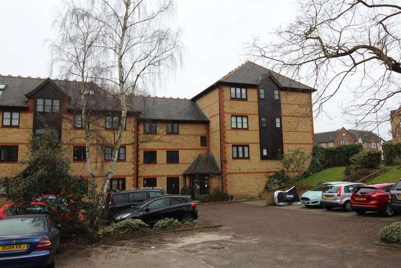 1 Bedroom Apartment Flat for sale in College Close, Grays