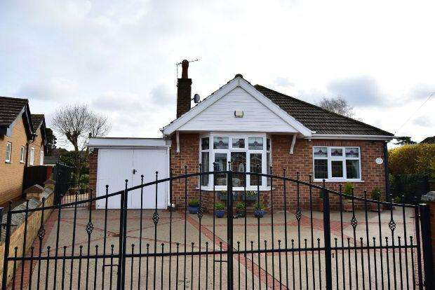 2 Bedrooms Detached Bungalow for sale in Hunsley Crescent, GRIMSBY