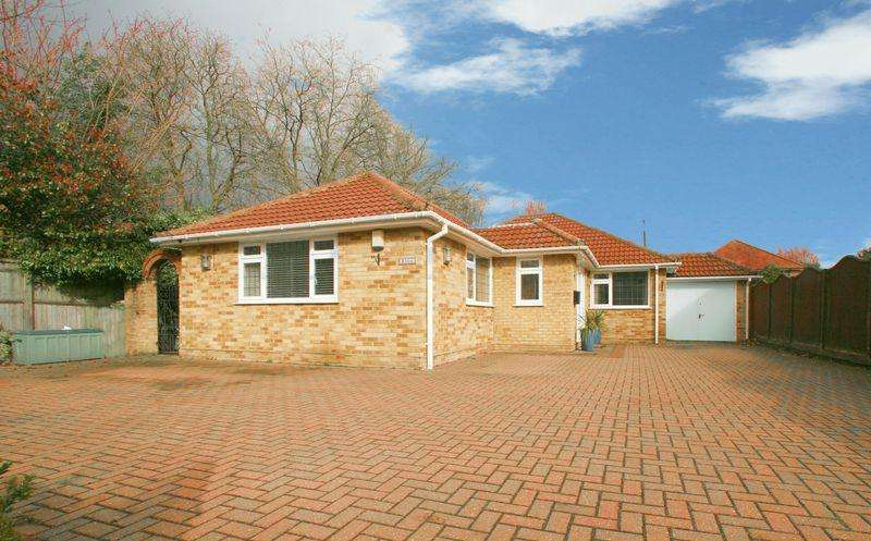 3 Bedrooms Detached Bungalow for sale in Beaconsfield Road, Farnham Common, Buckinghamshire SL2