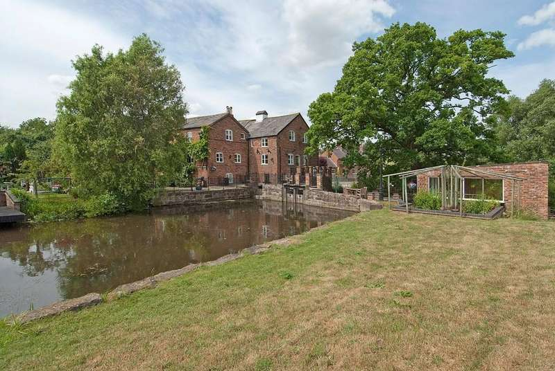 6 Bedrooms Detached House for sale in Coddington Mill , Mill Lane, CH3 9EN