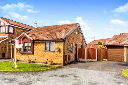 2 Bedrooms Bungalow for sale in Camberwell Drive, Ashton Under Lyne, Greater Manchester