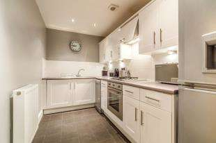 2 Bedrooms Flat for sale in Wallis Place, Maidstone, Kent