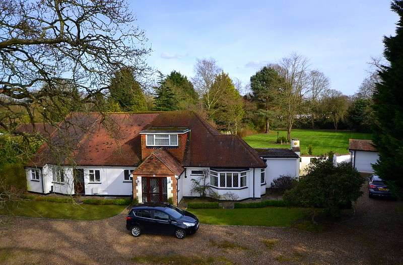 4 Bedrooms Detached House for sale in Lyne