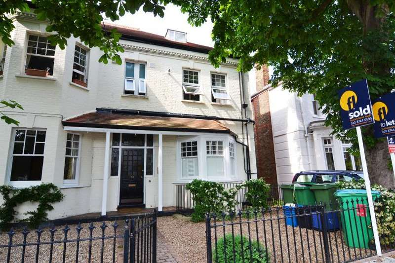 2 Bedrooms Ground Flat for sale in Popes Grove, Strawberry Hill, TW1