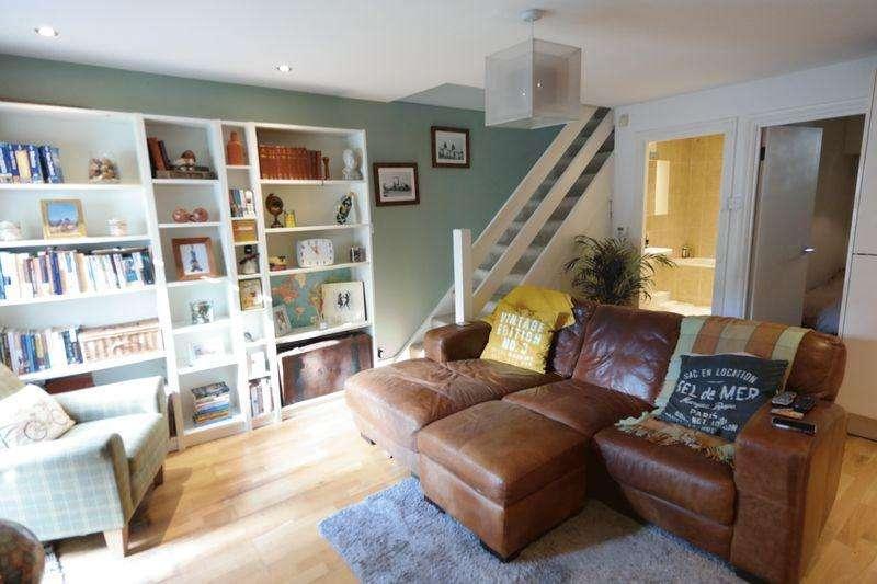 2 Bedrooms Flat for sale in Sandy Hill Road, Woolwich, SE18 7AZ