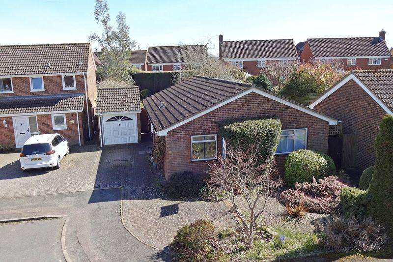 2 Bedrooms Detached Bungalow for sale in Pevensey Grove, Flitwick