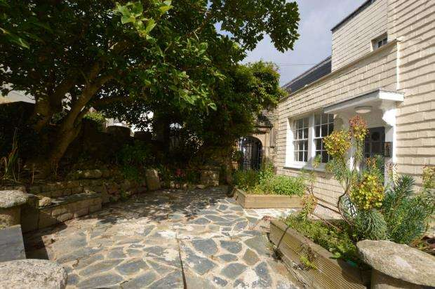 1 Bedroom Flat for sale in Kingsleigh House, 15-17 Culver Road, Saltash, Cornwall