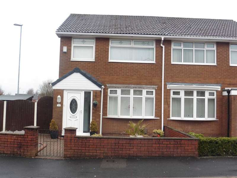 3 Bedrooms Semi Detached House for rent in Swallow Street, Oldham