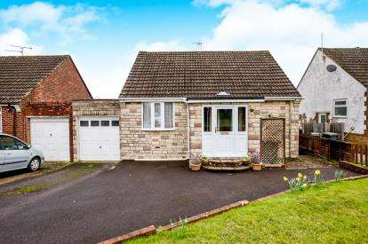 3 Bedrooms Bungalow for sale in Cowplain, Hampshire