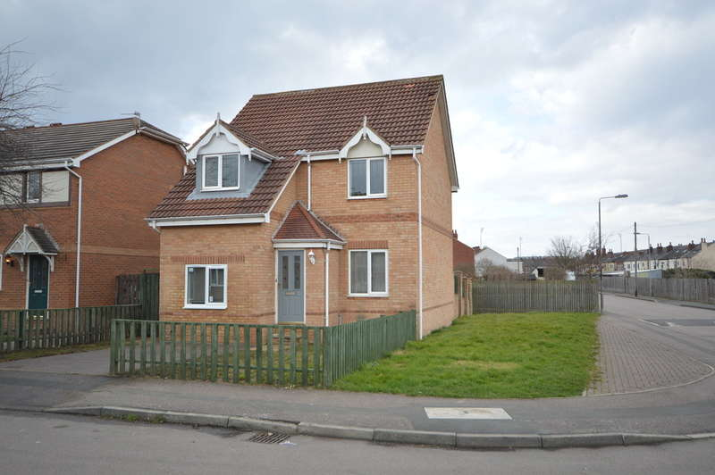 3 Bedrooms Detached House for sale in Briary Close, Wakefield