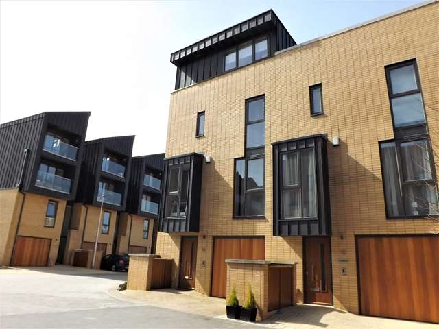 4 Bedrooms Link Detached House for sale in Francis Street, Cardiff Pointe, Cardiff, CF11 0JX