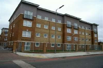 2 Bedrooms Flat for rent in The Sidings, L7