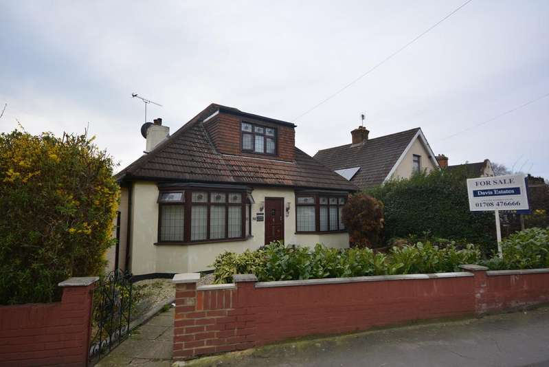 4 Bedrooms Chalet House for sale in Squirrels Heath Lane, Hornchurch RM11