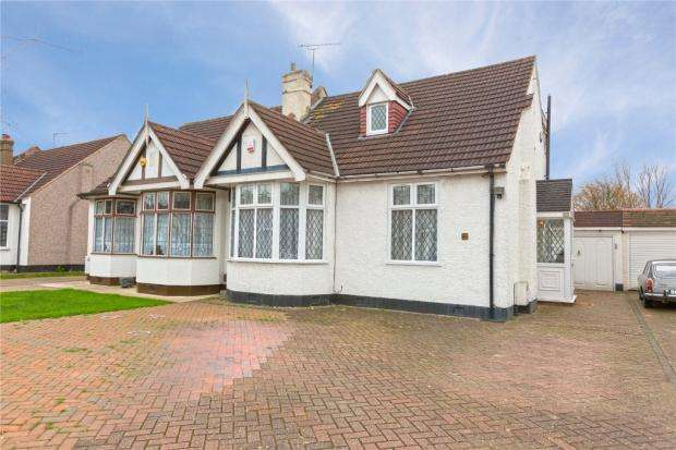 5 Bedrooms Semi Detached Bungalow for sale in LEVETT GARDENS , ILFORD IG3