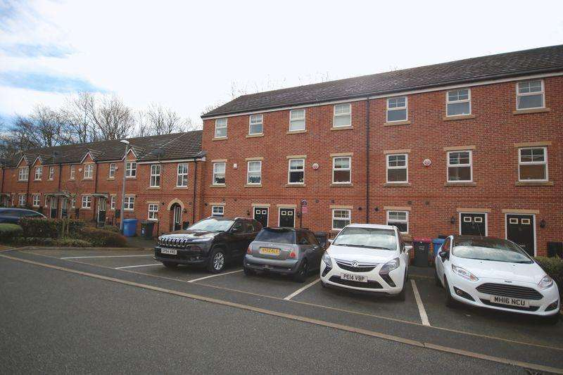 4 Bedrooms Town House for sale in Bowfell Close, Worsley M28