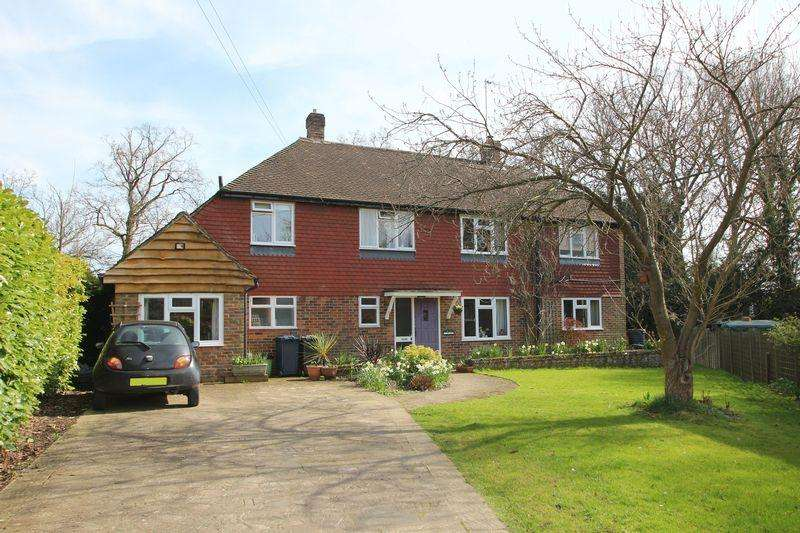 5 Bedrooms Detached House for sale in Woodlands Close, Cranleigh