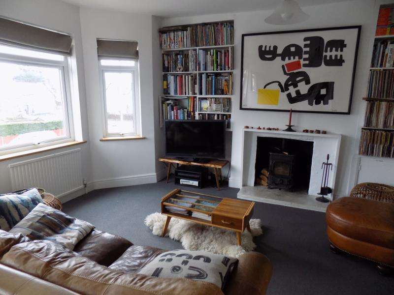 2 Bedrooms Maisonette Flat for rent in Cross Street, Farnborough, Hampshire