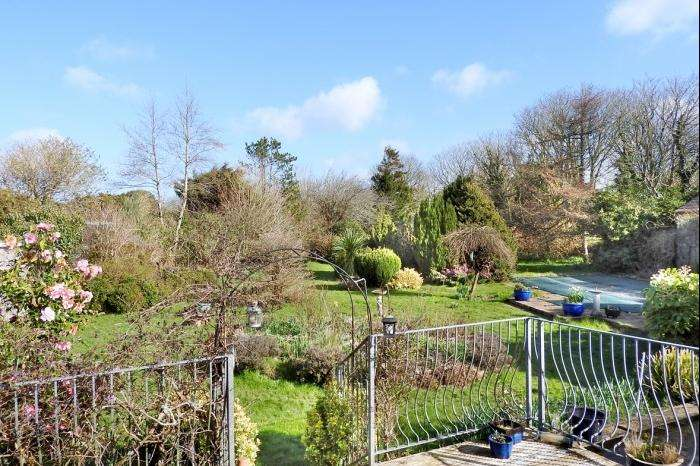 3 Bedrooms Bungalow for sale in SPRING GARDEN, WHEAL VOR, TR13