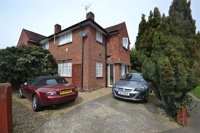 3 Bedrooms Semi Detached House for sale in Beech Road, Bedfont