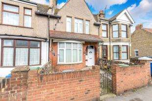1 Bedroom Flat for sale in High Street, Sheerness, Kent, High Street