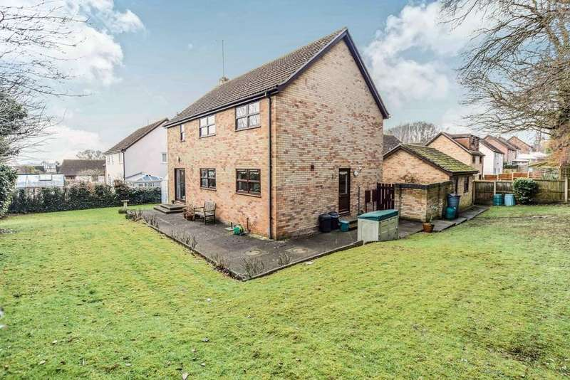 4 Bedrooms Detached House for sale in Camomile Way, Colchester, CO4 5UN