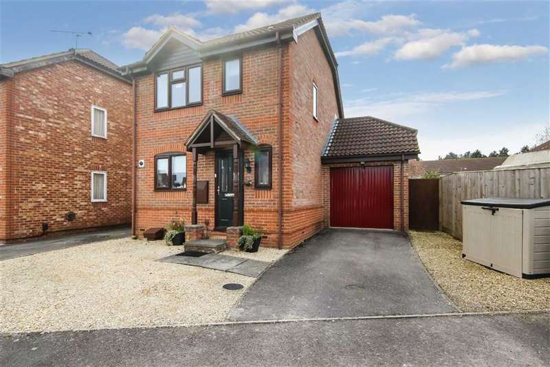 3 Bedrooms Detached House for sale in Nuthatch Close, Covingham, Wilts