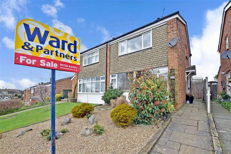 3 Bedrooms Semi Detached House for sale in Rochester Road, Aylesford, Kent