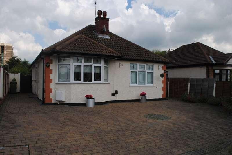 2 Bedrooms Bungalow for sale in Harrow Crescent, Harold Hill