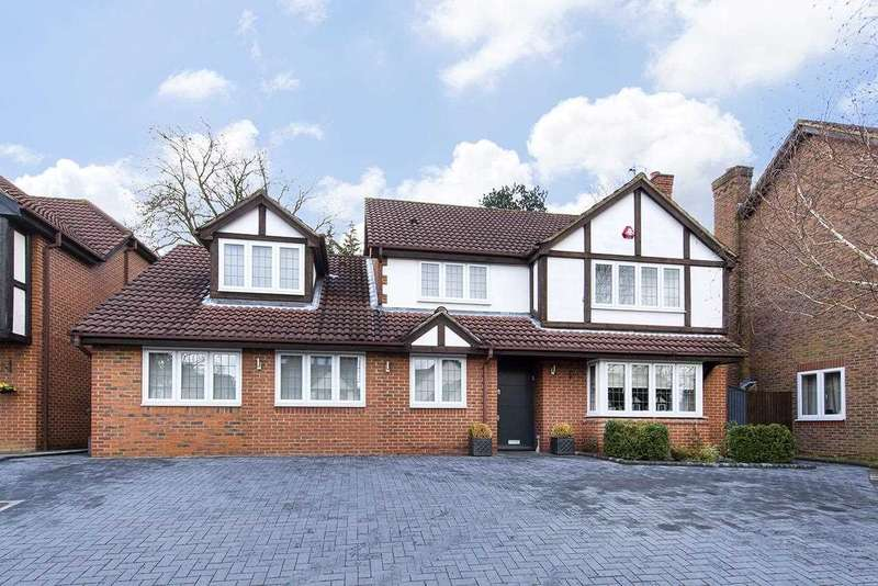 5 Bedrooms Detached House for sale in Priory Field Drive, Edgware