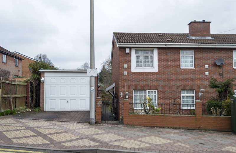 3 Bedrooms Semi Detached House for sale in Tividale Road, Tipton