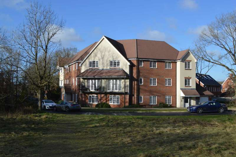 2 Bedrooms Apartment Flat for sale in Scarlett Avenue, Wendover
