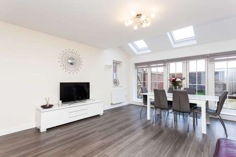 3 Bedrooms End Of Terrace House for sale in Cook Way, Broadbridge Heath