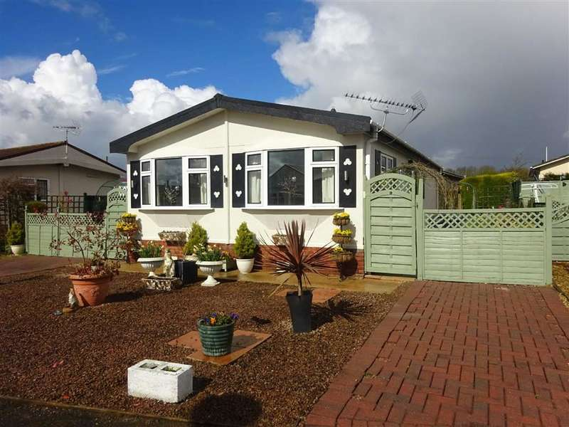 Park Home Mobile Home for sale in Three Counties Park, Sledge Green, Worcester