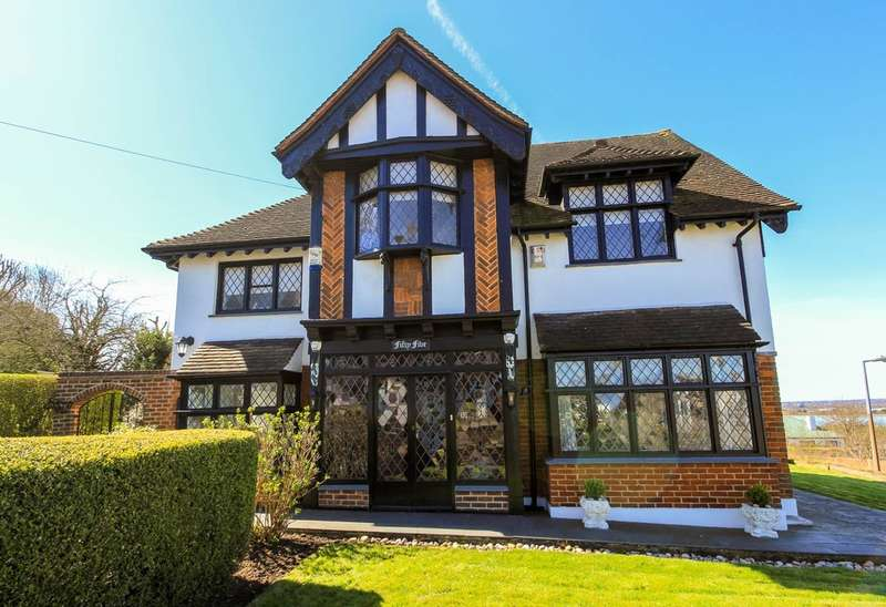 4 Bedrooms Detached House for sale in Mount Echo Avenue, North Chingford