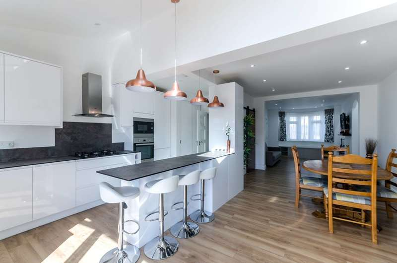 3 Bedrooms Semi Detached House for sale in Dunster Drive, Kingsbury, NW9