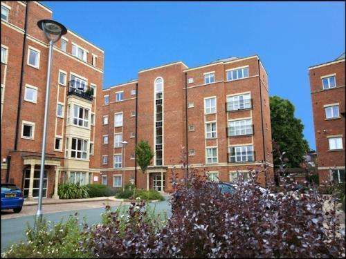 2 Bedrooms Apartment Flat for rent in Caxton Place, Wrexham