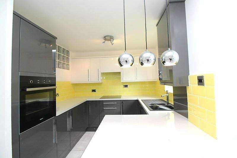 2 Bedrooms Apartment Flat for sale in Harkness Close, Harold Hill, RM3