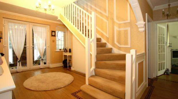 4 Bedrooms Detached House for sale in Reigate Road, Ewell, KT17