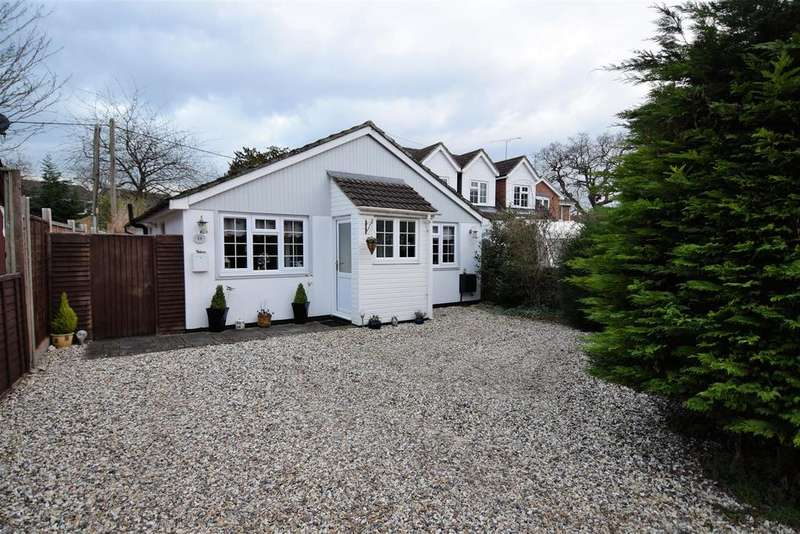 2 Bedrooms Detached Bungalow for sale in Park Walk, Purley On Thames, Reading