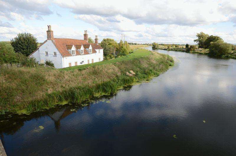 4 Bedrooms Cottage House for sale in Tattershall Bridge Cottage, Sleaford Road, Tattershall
