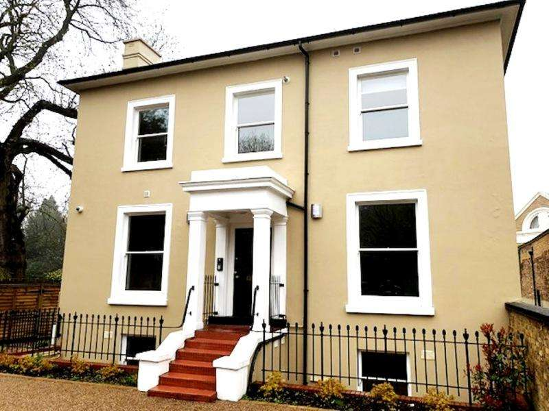 2 Bedrooms Flat for sale in Church Road, London, SE19 2UB