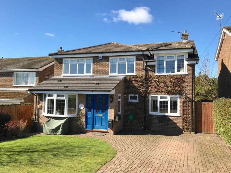 4 Bedrooms Detached House for sale in Hill Farm Road - Four Double Bedrooms