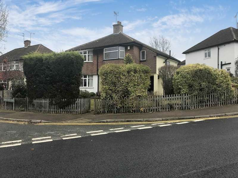 3 Bedrooms Semi Detached House for sale in Ramuswood Avenue, Orpington