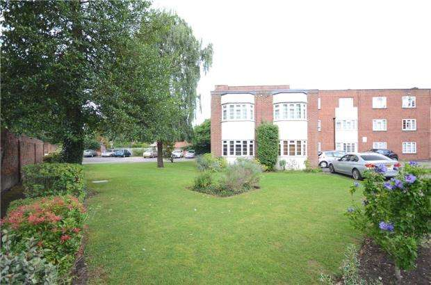 Apartment Flat for sale in Berkeley Court, Coley Avenue, Reading