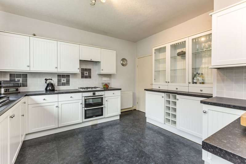 2 Bedrooms Detached Bungalow for sale in Kings Causeway, Brierfield, Nelson, BB9