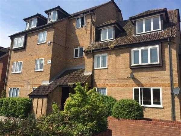 2 Bedrooms Flat for sale in Springwood Crescent, Edgware