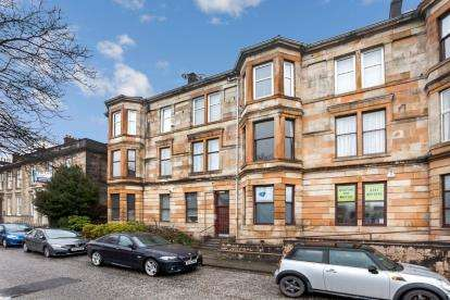 3 Bedrooms Flat for sale in Glasgow Road, Paisley
