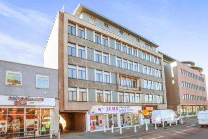 2 Bedrooms Flat for sale in 6 Parkway, Chelmsford, Essex