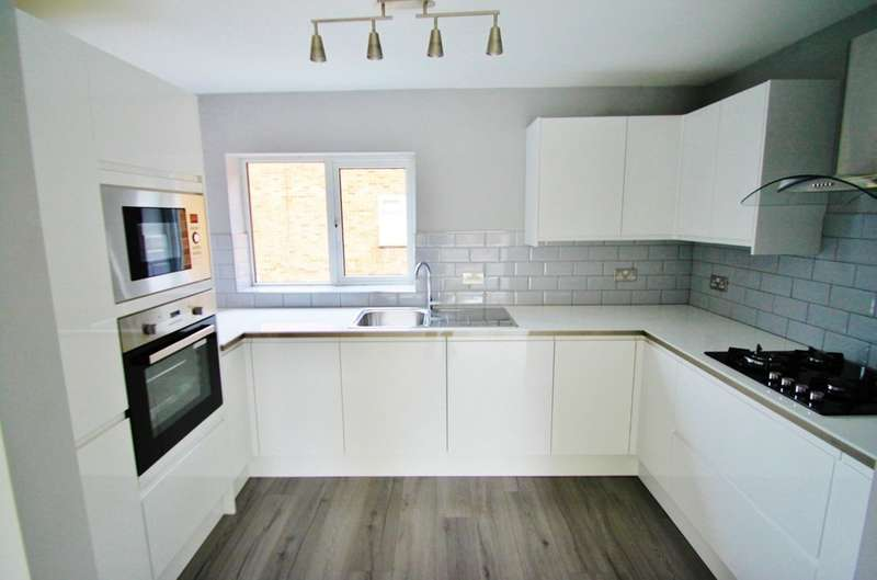 2 Bedrooms Flat for sale in Broadmead Road, Woodford Green